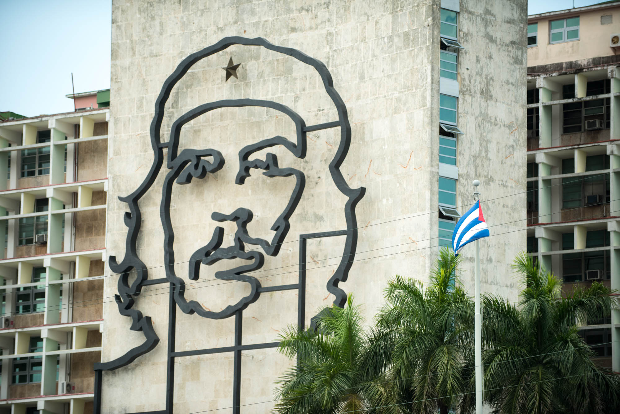 Che Guevara sculpture on building edifice. MPR photo by Nate Ryan